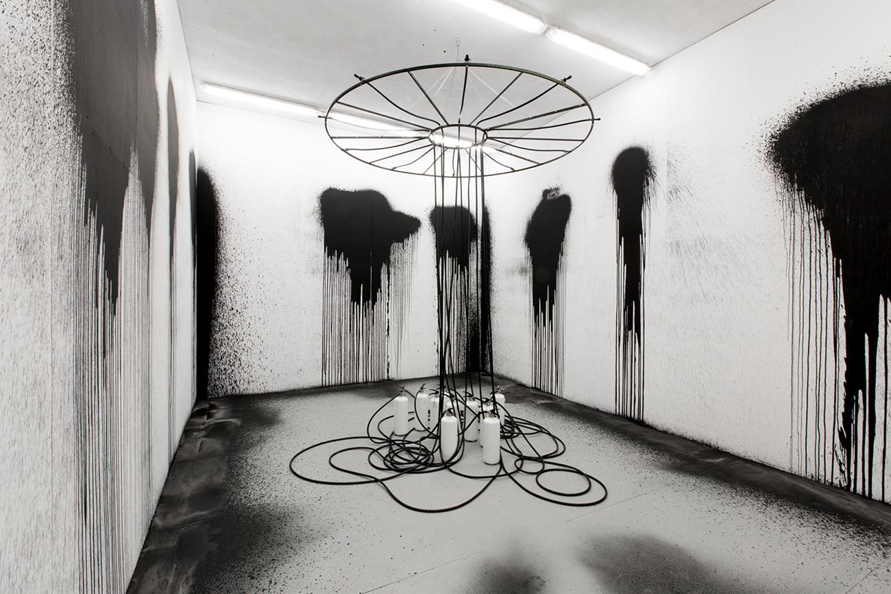 01 © Rutger de Vries, All Black, 2017, Photo by José Biscaya